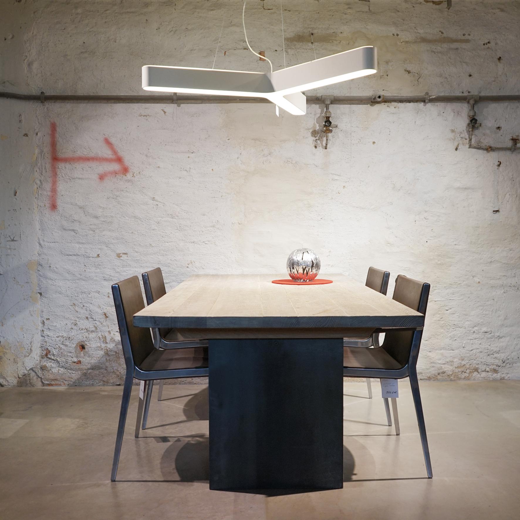Designer Esstisch Mit Auszug Aus Massivholz Aus Der Tuffner Manufaktur Mobelhaus Und Mobelgalerie Chemnitz Tuffner Onlineshop