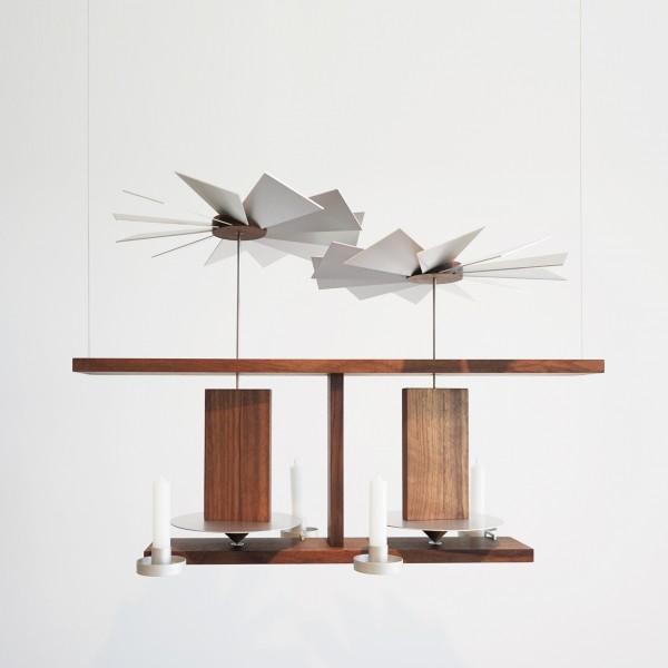 """Designer Pyramide """"H1"""" zum aufhängen, aus massivem Holz, zur Dekoration für Weihnachten - Erzgebirgskunst aus dem Möbelhaus Tuffner Möbelgalerie Chemnitz, Frontalansicht"""