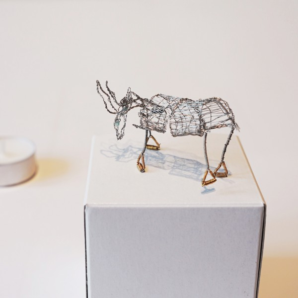 Von Hand geklöppelter Esel aus Draht als Dekoration und zur Verzierung der Tuffner Pyramiden, Erzgebirgskunst