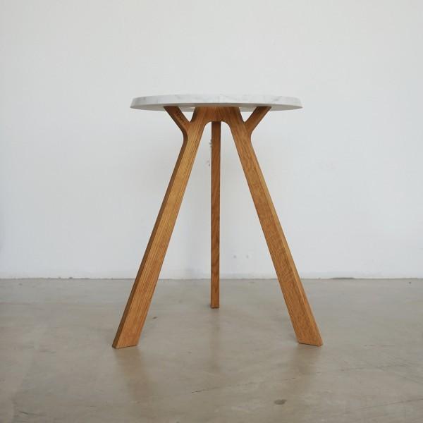 Team7 Beistelltisch aus Eiche massiv mit Marmor, ein Tisch oder Hocker für alle Gelegenheiten
