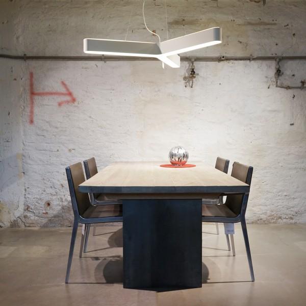 Designer Esstisch aus der Tuffner Manufaktur, Natur Möbel aus dem Möbelhaus Chemnitz, Tuffner Möbelgalerie