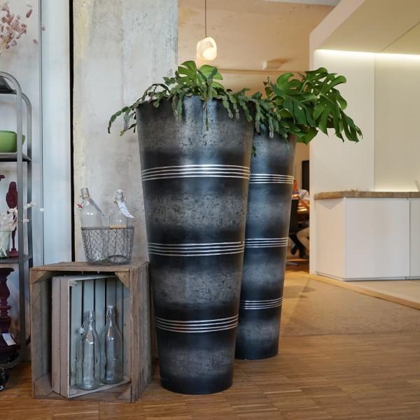 Handgemachte Blumenvase und Pflanzgefäß, Naturmöbel  aus dem Möbelhaus Chemnitz