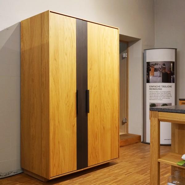Designer Weinschrank Combusa von Riva aus massivem Holz aus dem Möbelhaus Tuffner Möbelgalerie in Chemnitz, geschlossen