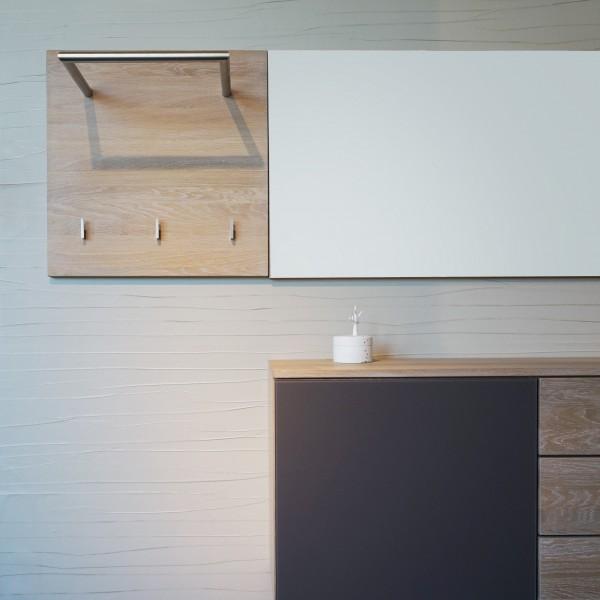 Garderobe von Göhring aus Massivholz mit Schubladen, Kleiderstange und Kleiderhaken